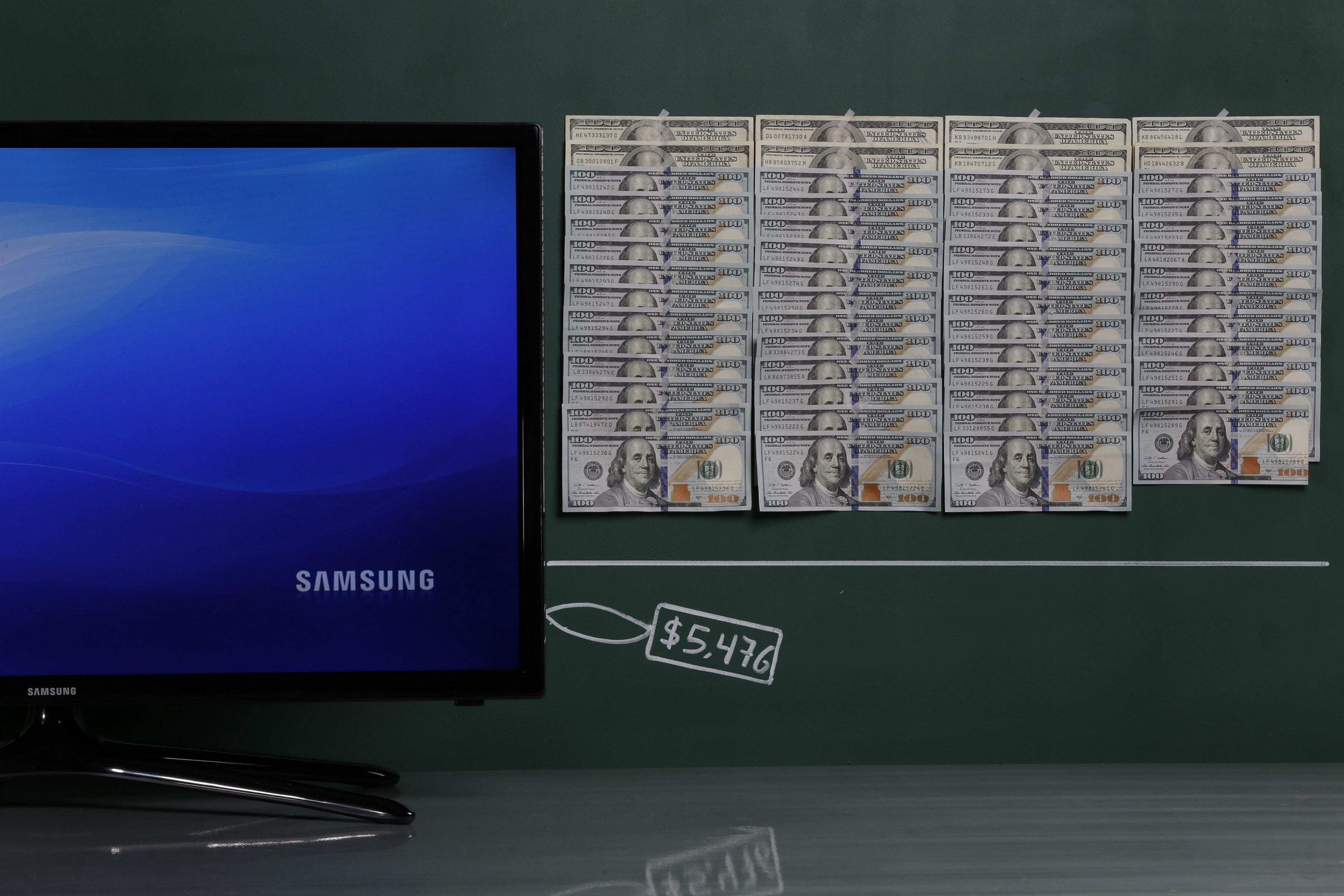 "A Samsung 32"" plasma TV as photographed with an illustrative price tag of $5,476 in Caracas"