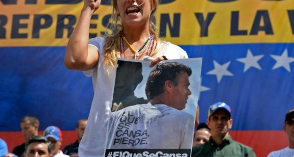 ¡ESTAMOS EN DICTADURA! Lilian Tintori espera que juez acate decisión de la ONU y libere hoy a López