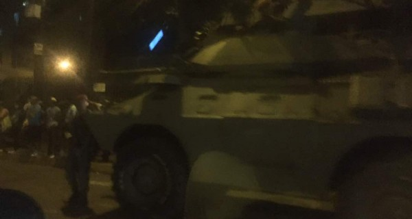 [VIDEO] ¡Urgente! Tanques militares se despliegan en Caracas