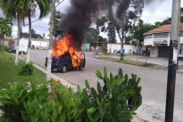 [FOTOS+VIDEO] Paramilitares del PSUV queman carros de residentes en Aragua #20Jul