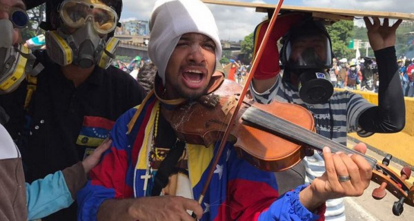 ¡MISERABLES!  GNB detuvo a violinista Wuilly Arteaga #27Jul