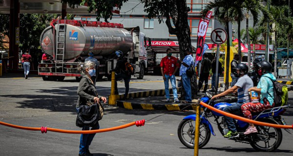"[VIDEO] Conductores denuncian que GNB favorece ""colas VIP"" para distribuir gasolina"